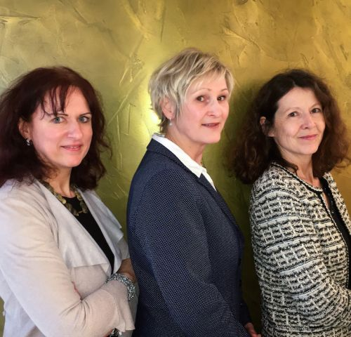 Frauenpower - Portraitfoto von drei weiblichen Führungskräften
